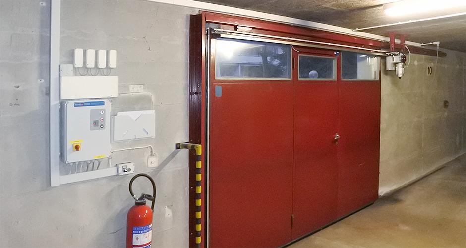 GfA-Schiebetor-ELEKTROMATEN ST im Einsatz an einem Schiebetor mittels Schlaufketten System