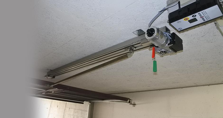 GfA-Schwingtor-ELEKTROMATEN SW im Einsatz an zwei Einstellhallen Kipptoren mit der ROWI-TECH AG KS-Antriebsschiene und der FST 0,75 Steuerung
