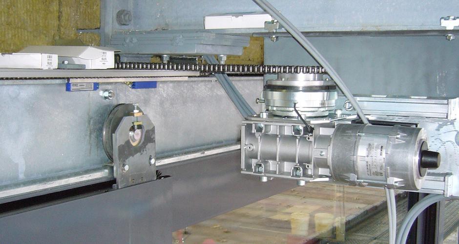 Anlieferungsschiebetor angetrieben von einem Schiebetor GfA-Elektromaten ST mit elektrischer Trennkupplung