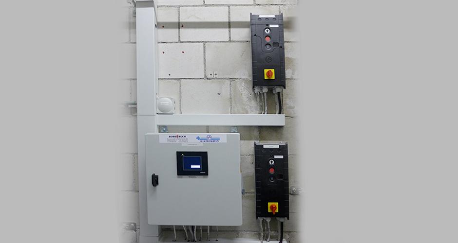 Steuerung der Ein- & Ausfahrtsrolltore der Waschanlage mit der GfA TS 970 und der ROWI-TECH AG Mastersteuerung für Waschanlagen